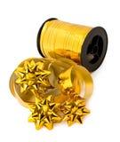 金黄丝带和弓卷  免版税图库摄影