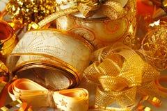 金黄丝带和弓 库存图片