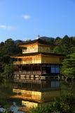 金黄亭子的Kinkaku-ji寺庙 库存图片