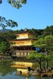 金黄亭子的Kinkaku-ji寺庙 免版税库存照片