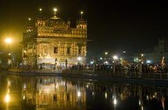 金黄印度晚上寺庙 免版税库存照片