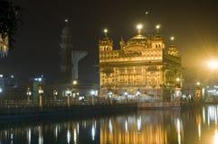 金黄印度晚上寺庙 免版税图库摄影
