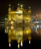 金黄印度晚上寺庙 免版税库存图片
