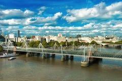 金黄周年纪念桥梁泰晤士河 库存照片