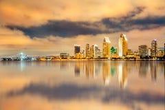 金黄圣地亚哥加利福尼亚日落和地平线 免版税库存照片