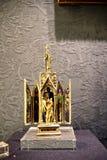 金黄圣物箱在大教堂里在市塞维利亚在Andaucia南西班牙 库存图片