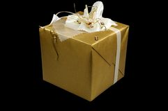 金黄圣诞节的礼品 库存图片