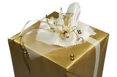 金黄圣诞节的礼品 免版税库存照片