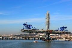 金黄垫铁地铁桥梁在伊斯坦布尔,土耳其 库存图片