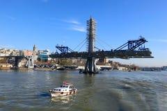 金黄垫铁地铁桥梁在伊斯坦布尔,土耳其 库存照片
