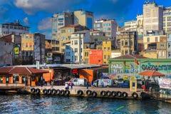 金黄垫铁轮渡Karakoy伊斯坦布尔 免版税库存照片