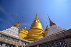 金黄塔在全部宫殿,曼谷,泰国 图库摄影