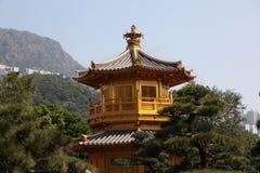 金黄塔在南连家庭院里在香港 免版税库存照片