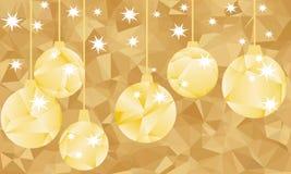 金黄多角形球和在金黄背景 免版税库存图片