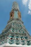 金黄寺庙和stupa在盛大宫殿里面在曼谷,泰国,泰国皇家的家 库存图片