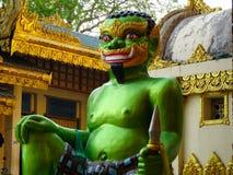 金黄寺庙在仰光 免版税库存照片