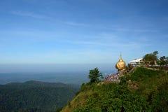 金黄岩石 Kyaiktiyo塔 星期一状态 缅甸 免版税库存图片
