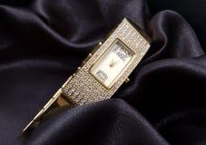 金黄手表妇女 库存图片