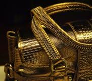 金黄手袋 库存图片