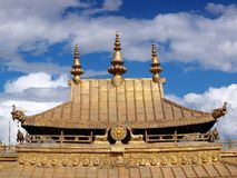金黄拉萨宫殿potala屋顶西藏 免版税库存照片