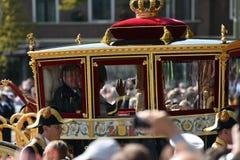 金黄支架的威廉亚历山大在Prinsjesdag 库存照片