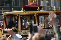 金黄支架的威廉亚历山大在Prinsjesdag 图库摄影