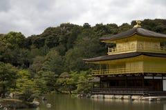 金黄日本京都寺庙 库存照片