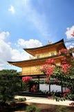 金黄日本jinkakuji寺庙 库存照片