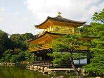 金黄日本kinkakuji京都亭子 库存照片