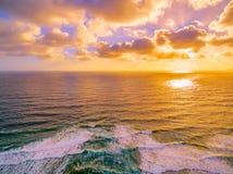 金黄日落空中风景在海洋的 图库摄影