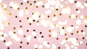 金黄星在桃红色洒 背景欢乐节假日 庆祝概念查出的白色 图库摄影