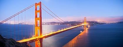 金黄桥梁的门 免版税库存图片