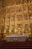 金黄法坛在大教堂里在市塞维利亚在Andaucia南西班牙 库存图片