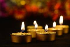 金黄灼烧的蜡烛 库存图片