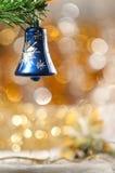 金黄球和圣诞树。 免版税库存图片