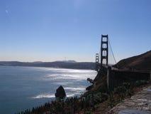 金黄由后面照的桥梁的门 免版税库存照片