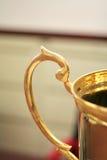 金黄的杯子 库存图片