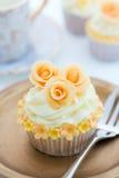 金黄的杯形蛋糕 免版税图库摄影