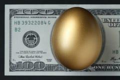 金黄的鸡蛋 免版税图库摄影
