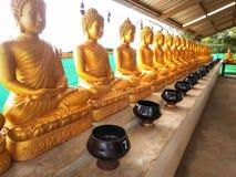 金黄菩萨许多雕象寺庙的,泰国 免版税库存图片