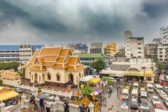 金黄菩萨雕象位于曼谷,泰国的Wat Traimit佛教寺庙 免版税库存图片