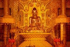 金黄菩萨雕象在Botataung paya塔在仰光, Myanma 免版税图库摄影
