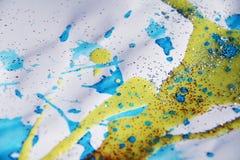 金黄蓝色银察觉蜡状的纹理和银色光,冬天水彩背景 免版税库存照片