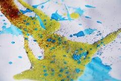 金黄蓝色银色红色蜡状的纹理和红灯,冬天水彩背景 免版税库存照片