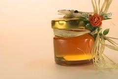 金黄蜂蜜 库存照片