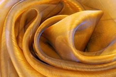 金黄透明硬沙织品 免版税图库摄影