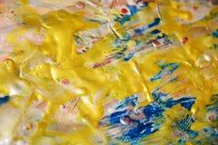 金黄闪耀的背景,蓝色弄脏了蜡状的抽象背景,水彩生动的背景,纹理 免版税库存图片