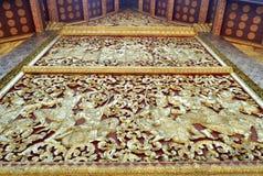 金黄雕象壁画和雕刻在琅勃拉邦老挝佛教寺庙  免版税库存照片