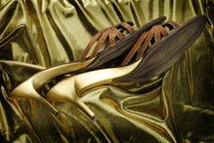 金黄鞋子妇女 免版税库存图片