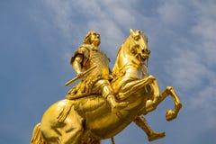 金黄马'Goldener赖特尔'8月雕象强在德累斯顿,萨克森,德国 免版税库存图片